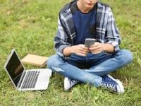 「ネット自傷行為」も実際の自殺の前触れである可能性が(depositphotos.com)