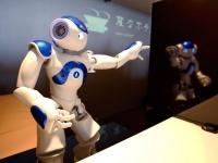 変なホテルの受付ロボット(AP/アフロ)