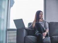 約500人の働く女性に聞いた、今の年収に対してどう思ってる?