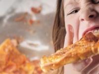 柔らかい食べ物が増えて噛む力が低下(shutterstock.com)