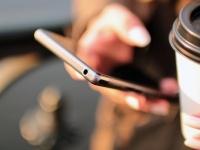 新社会人の50.8%が情報源はネットと回答! 「正確性は新聞やテレビが上」との意見も【新社会人白書2017】